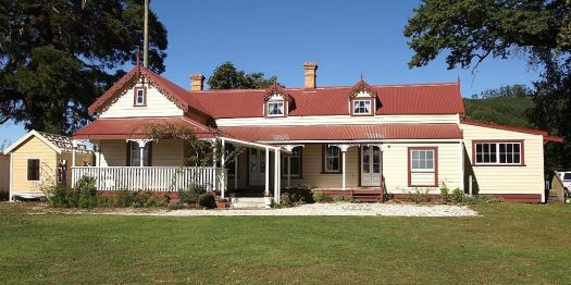 Athenree homestead, New Zealand, by Ulrich Lange (Wikimedia)