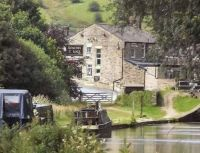 A cruise along the Huddersfield Narrow Canal (227)