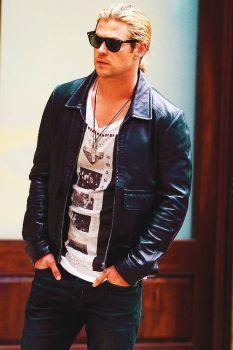 Dudes looking cool 2: Chris Hemsworth