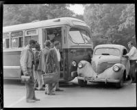 bus meets 39 Willys