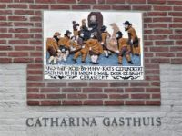 Tile on the Catharina Gasthuis in Brielle. A former old hospital. The text says: