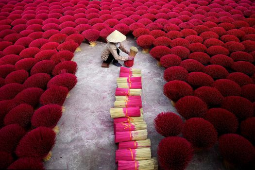Preparing the incense for Lunar New Year