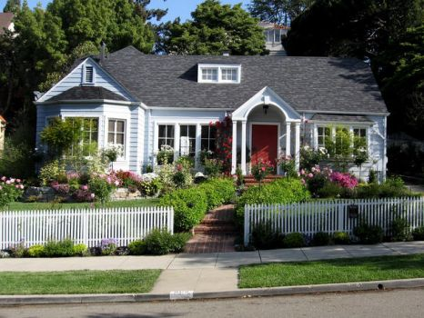 Oh, yes -- cottage with a picket fence!