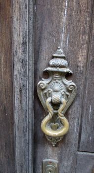 door-knocker Portugal