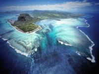 Aerial Illusion of an Underwater Waterfall in Mauritius Island [724 x 541] - Imgur(1)