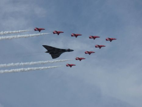 SOUTHPORT AIR SHOW 2015 - VULCAN+RED ARROWS