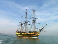 sail-ship-in-sea-1