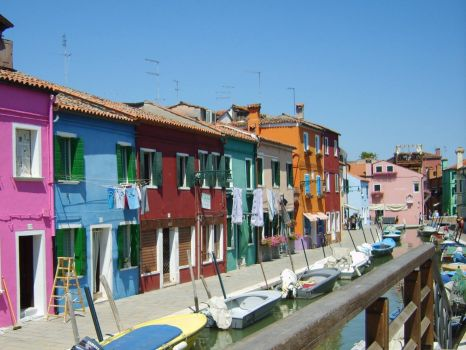 venice_buildings_river_bright