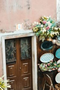 decorative-trays-on-wall-outside-door-2867894 (1)