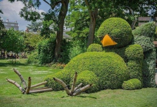 When the gardener is an artist