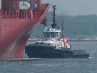The front tug is now connecting with the stern of the container ship. The ship has to turn 90 degrees to be able to enter the container harbour.