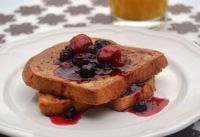 Brioche+French+Toast+with+Berries