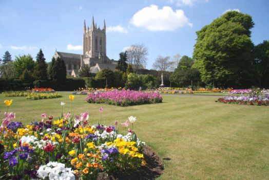 Abbey Gardens and St Edmundsbury Cathedral, Bury St Edmunds, Suffolk.  Photo by Bob Jones
