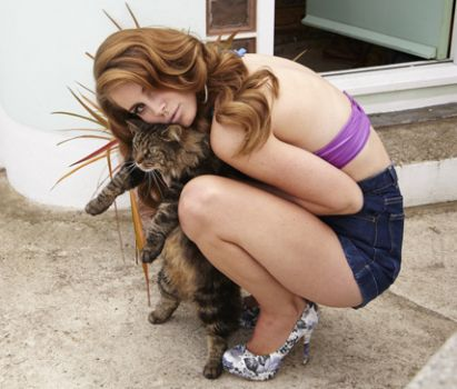 Lana Del Rey + adorable cat = double awesome.