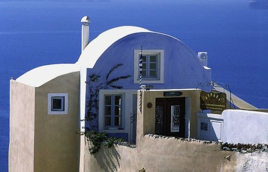 House in Santorini, by pictalogue (flickr)