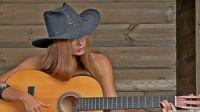 girl_playing_guitar