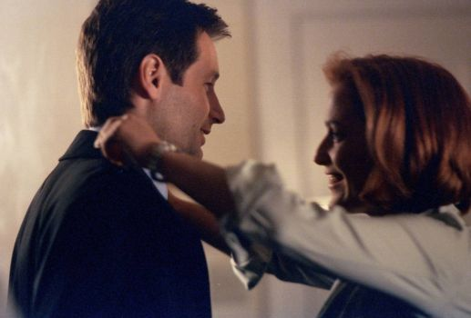 Mulder and Scully hugs! (and one challenge of a puzzle)