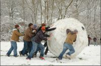 THEME Snow Games:- Snowball