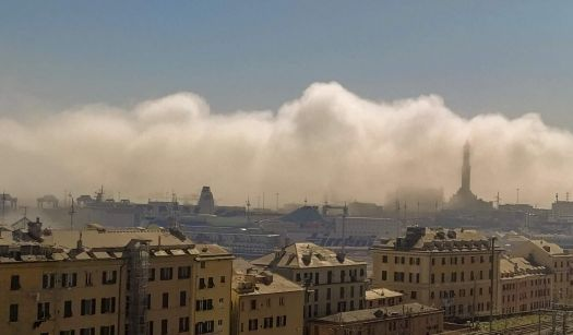 nebbia nel porto di Genova