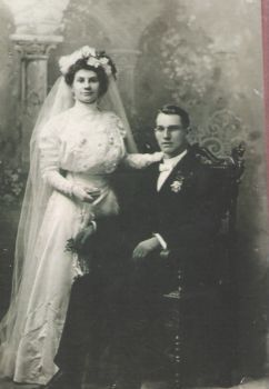 Wedding picture early 1900 hundreds