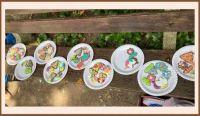 Jona geeft een workshop ' koekjes versieren' op kinderfeestje.