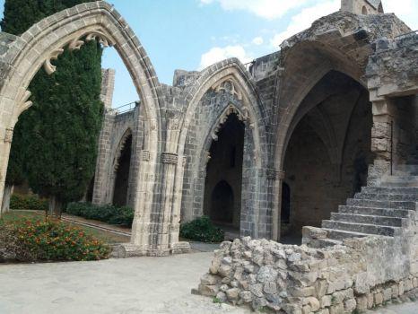 u rajské zahrady (Kypr - Kyrenia)