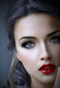beutiful red lips and blue eyes