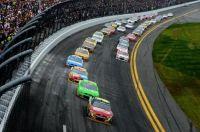 Jeff-Gordon-leads-Daytona-500-2013-nascar - JCT