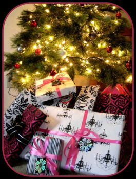 Pinknblack under the Christmas Tree