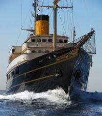 Megayacht Nero bow