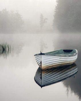 la barca nella nebbia