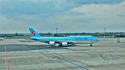 Boeing 747 - 400 společnosti Korean Air na Ruzyňském letišti v Praze
