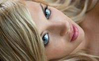 blonde_face_eyes_facial_features_60564_2560x1600