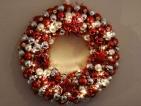 DIY Christmas bauble wreath
