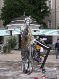Living statue in Salzburg - Amazing !