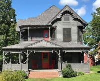 1900 Victorian House Perfect for Halloween!