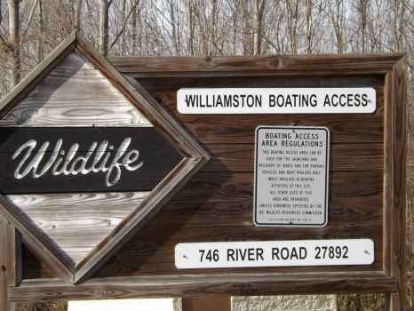 Sign to the Boating Access