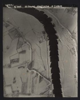 Aerial photograph of the river Lek near Vianen, 22-01-1945 (RAF 188-06-3007)