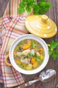 Slow-Cooker-White-Bean-Chicken-Soup-2