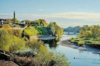 The River Tweed forms part of the border between Scotland and England. On the right is England.