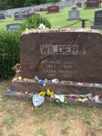 Laura Ingalls Wilder and Almanzo's headstone