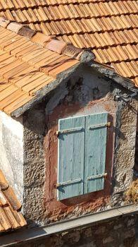 Brac window