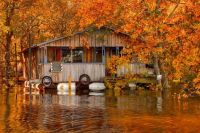 Fall-foliage-and-floating-camp-on-the-Ouachita-River-in-Louisiana