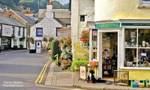 Looe Centre    pretty streets and shops