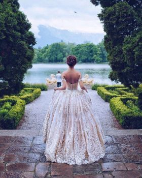 Ball-Gown-Wedding-Dress-for-Bride-Hannah