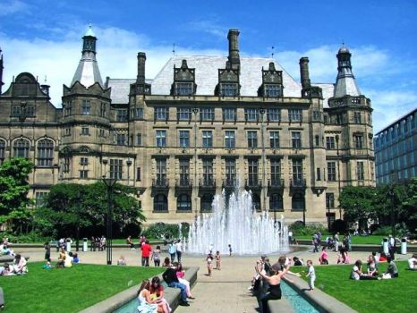 SHEFFIELD - TOWN HALL & PEACE GARDENS 1