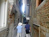 43 Venice has narrow streets, too