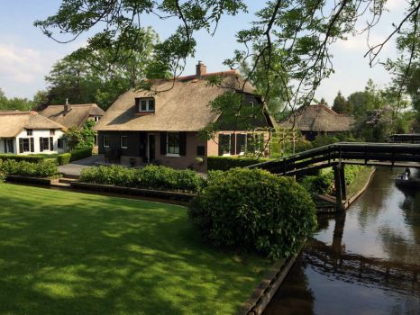 Giethoorn by foot . . .