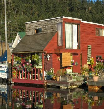 House boat in Maple Bay, Canada, photo by A.Davey