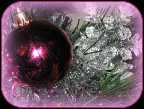 Christmas-decorations-baubles-silver-pink-glass-tinsel-stars-glitter-fake-Christmas-tree-5-JR